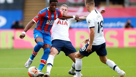 Crystal Palace's (left-right) Wilfried Zaha, Tottenham Hotspur's Toby Alderweireld and Giovani Lo Ce