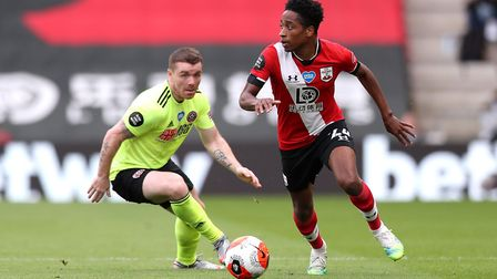 Sheffield United's John Fleck (left) and Southampton's Kyle Walker-Peters battle for the ball during