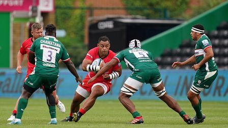 Saracens' Billy Vunipola (centre) is tackled by London Irish's Chunya Munga during the Gallagher Pre