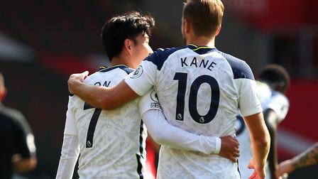 Tottenham Hotspur's Harry Kane (right) celebrates scoring his side's fifth goal of the game with tea