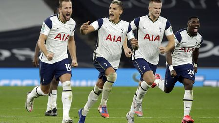 Tottenham Hotspur's Harry Kane (left), Erik Lamela, Eric Dier and Serge Aurier celebrate winning the