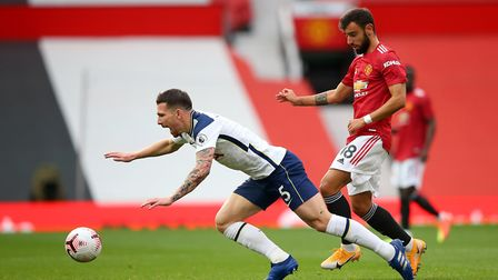Tottenham Hotspur's Pierre-Emile Hojbjerg (left) and Manchester United's Bruno Fernandes battle for