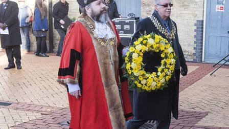 Waveney District Council chairman Frank Mortimer and Deputy Mayor of Lowestoft Peter Knight lay a wr