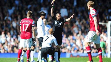 Referee Andre Marriner shows Fulham's Steve Sidwell a straight red card following a challenge on Ars