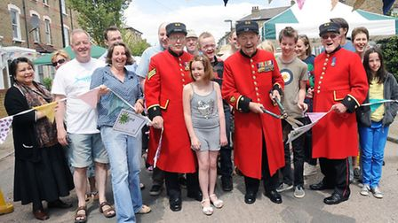 Chelsea pensioners Bob Wells, John Cuthbert AND Bill Gorrie open the event Pic: Dieter Perry