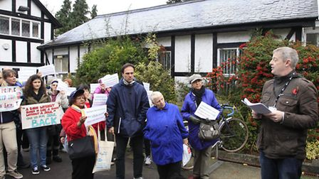 Campaigners challenge a planning officer (Pic credit: Jan Nevill)