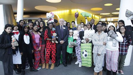 Citizen group students with Leon Daniels from TfL