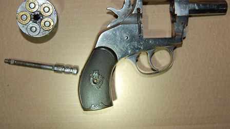 The gun buried this deactivated gun (Pic: Met Police)