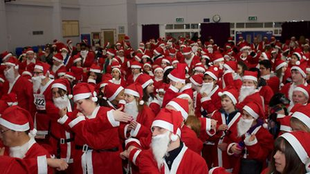 More than 400 santas dashed for St Luke's Hospice