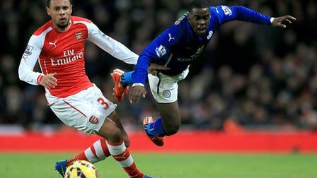 Arsenal's Francis Coquelin (left) and Leicester City's Jeffrey Schlupp battle for the ball.