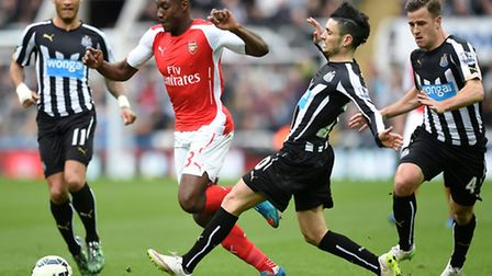 Arsenal's Danny Welbeck left) and Newcastle United's Remy Cabella (right) battle for the ball at St