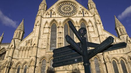 York Minster: Large cathedral, good kissing spot