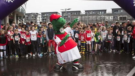 Almost 500 fans participated in the fun run at the Emirates Stadium, alongside Bob Wilson and club m