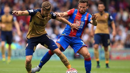 Arsenal's Aaron Ramsey (left) and Crystal Palace's Yohan Cabaye battle for the ball