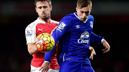 Arsenal's Nacho Monreal (left) battles with Everton's Gerard Deulofeu