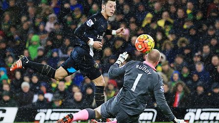 Mesut Ozil puts Arsenal in front at Norwich