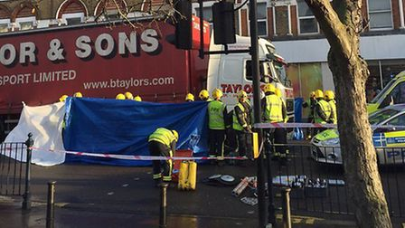 The accident in Kilburn High Road (pic: Twitter@catdl)