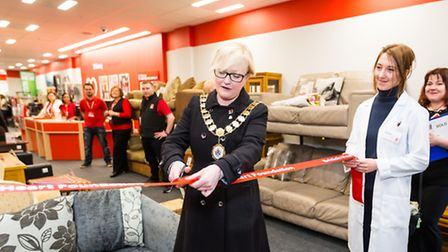 Cllr Kat Fletcher and Dr Olena Rudyk help open the new British Heart Foundation store in Holloway
