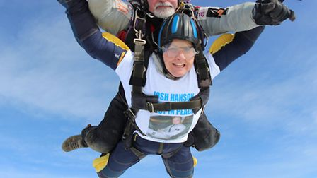 Tracey Hanson with her instructor Andy Page (Pic: UK Parachuting)