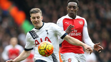 Tottenham Hotspur's Kevin Wimmer (left) and Arsenal's Danny Welbeck battle for the ball during the 2