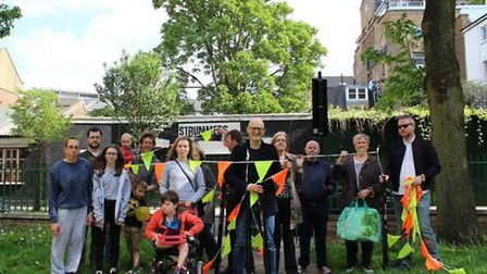 Georges Road residents in Holloway get ready to build the 10m-high pole