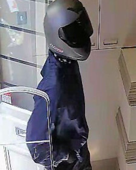 """""""First man"""" from Handbag Clinic theft in Islington. Picture: Metropolitan Police"""