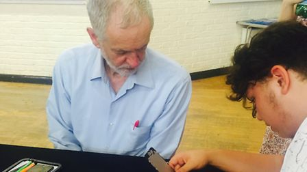 Jeremy Corbyn gets shown how to fix a cracked phone screen