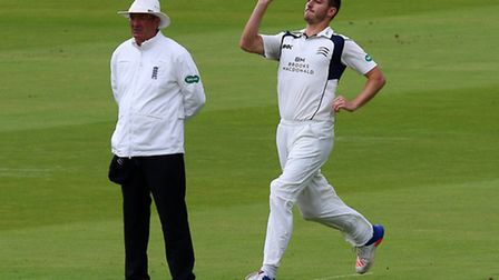 Toby Roland-Jones bowling for Middlesex