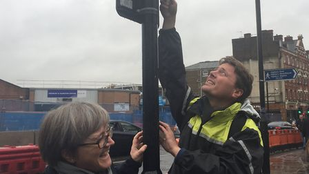 Cllr Caroline Russell and Rod Gonggrijp from Tufnell Park Parents install a diffusion tube