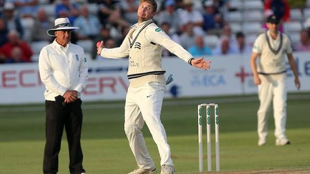 Ollie Rayner in bowling action for Middlesex (pic Gavin Ellis/TGS Photo)