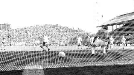Four days after Cologne beat Arsenal Peter Storey's penalty makes it 2-2 in the last minute against