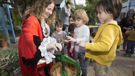 Mayor Cllr Una O'Halloran helps kids press apples at Gillespie Park's Apple Day 2017. Picture: Steve