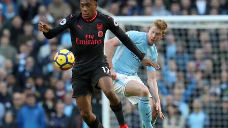 Arsenal's Alex Iwobi (left) and Manchester City's Kevin De Bruyne battle for the ball during the Pre