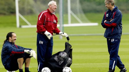 Arsenal manager Arsene Wenger (right) shares a joke with his goalkeeper David Seaman (left) and goal