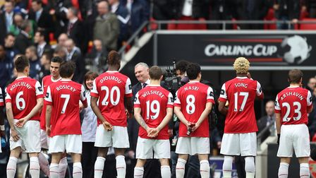 Football League chairman Greg Clarke (centre) is introduced to the Arsenal team prior to kick-off