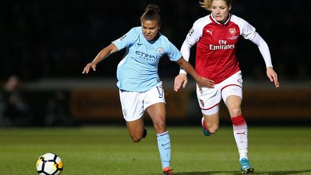Arsenal Ladies' Dominique Janssen and Manchester City Women's Nikita Parris battle for the ball (pic