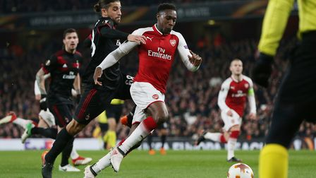GOAL! Danny Welbeck goes down in the box to win a penalty under a challenge from Ricardo Rodriguez i