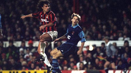 ARSENAL'S PAUL MERSON BACK IN THE ACTION AGAINST AC MILAN'S PAOLO MALDINI (L) DURING THE SUPERCUP MA