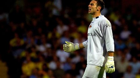 Former professional netminder Richard Lee is hosting goalkeeping camps in and around North London an