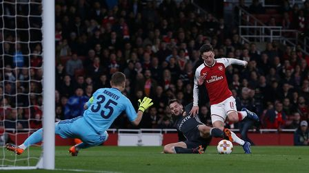 PENALTY!!! Mesut Özil of Arsenal is fouled to win a penalty for Arsenal in the UEFA Europa League ga
