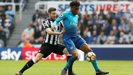 Newcastle United's Paul Dummett (left) and Arsenal's Alex Iwobi battle for the ball during the Premi