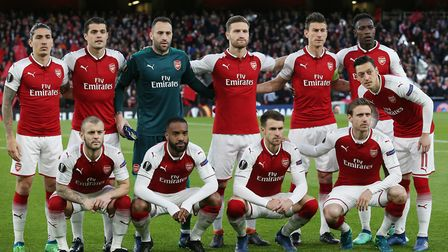 Arsenal line up before the UEFA Europa League game between Arsenal v Atlético Madrid at the Emirates