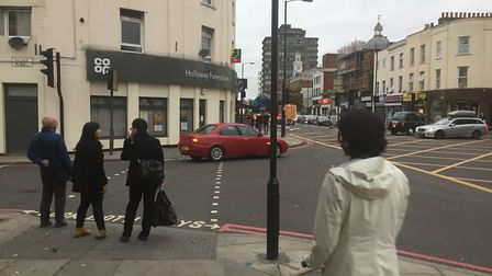 The crossing of Palmer Place and Holloway Road has not pedestrian lights.