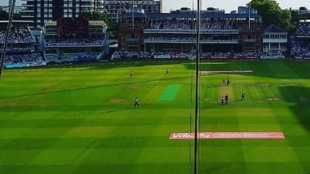 Lord's hosted a sellout 28,000 T20 fans for Middlesex v Surrey. CREDIT @laythy29