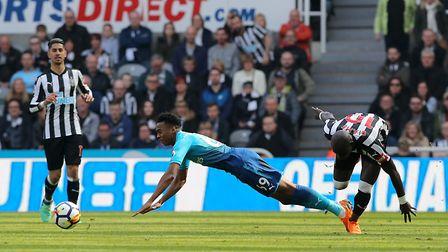 Arsenal's Joe Willock and Newcastle United's Mohamed Diame battle for the ball during the Premier Le