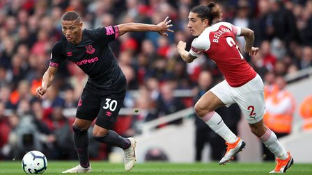 Everton's Richarlison (left) and Arsenal's Hector Bellerin battle for the ball during the Premier Le