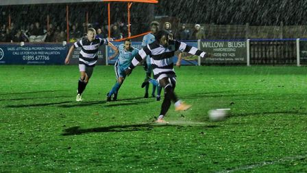 Action from Wealdstone aganst Bath City in the Vanarama National League South (pic: Geoff Smith/Top-