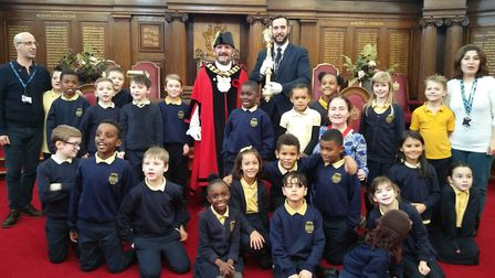 Laycock Primary schoolchildren who escaped the Highbury Leisure Centre fire meet the Mayor of Isling