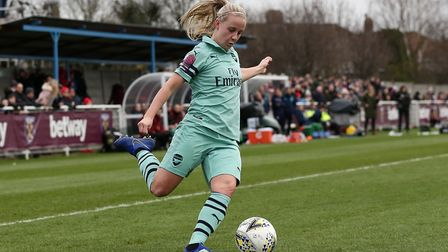 Beth Mead of Arsenal on the ball against West Ham United (Pic: Gavin Ellis/TGS Photo)
