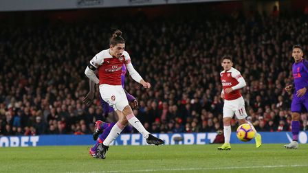 Héctor Bellerín of Arsenal shoots from distance in the Premier League game between Arsenal v Liverpo